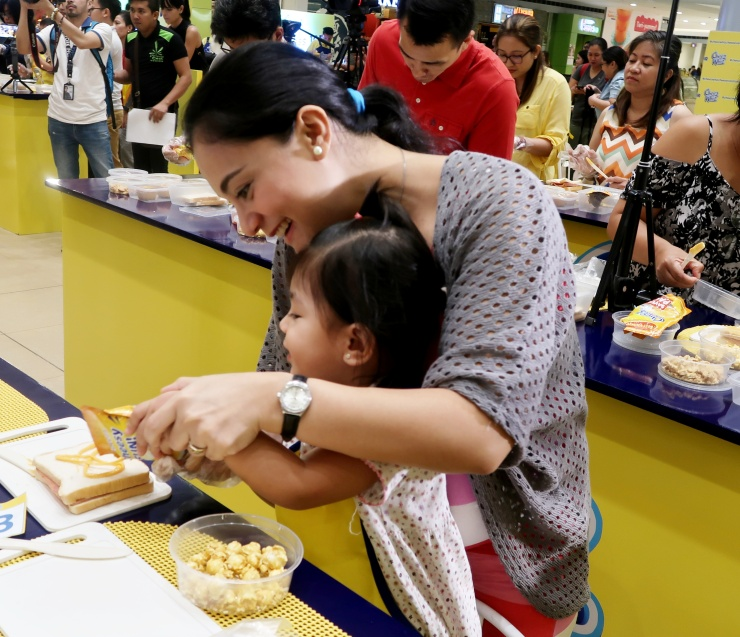 dyosathemomma: Cheez Whiz #Cheeseventions creative snacks for kids, AmariaNish