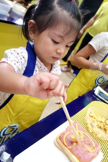 dyosathemomma: Cheez Whiz #Cheeseventions creative snacks for kids AmNiszhaGirl