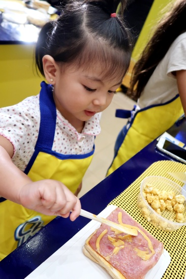 dyosathemomma: Cheez Whiz #Cheeseventions creative snacks for kids AmNiszhaGril