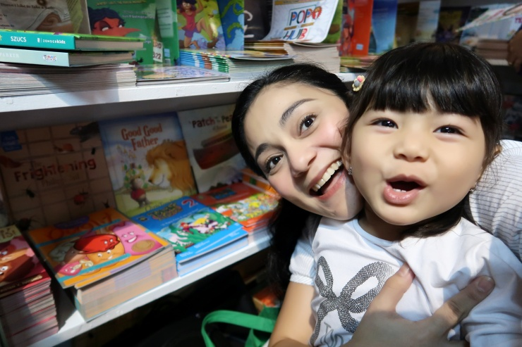 dyosathemomma: Manila International Book Fair, OMF Literature, Book Sale, AmNiszhaGirl